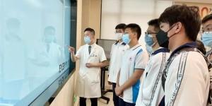 """寓教于乐!宁德市高级中学师生们在宁德爱尔眼科医院化身""""职业医生"""",学习爱眼护眼……"""